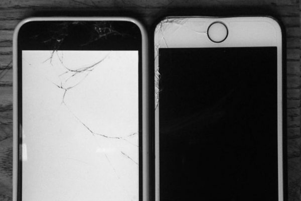 Yin-Yang de smartphone interdits pendant l'attente des examens