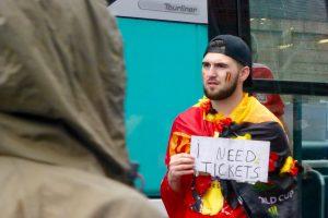 Certains cherchent des tickets en dernière minute…