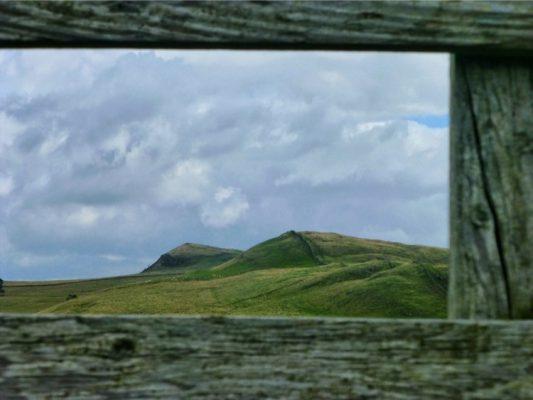Se retourner et apprécier le chemin parcouru (on était au loin, sur les collines)