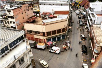 Vue aérienne sur une rue de Tananarive, ville d'accueil du 5e Mondoblog Camp