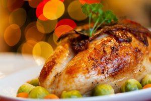 Une dinde de Noël : le plat principal traditionnel d'un repas de Noël