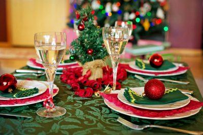 Une table dressée à l'occasion de Noël