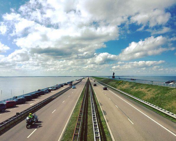 Afsluitdijk : la digue de 32 km vue depuis le point de vue en son milieu