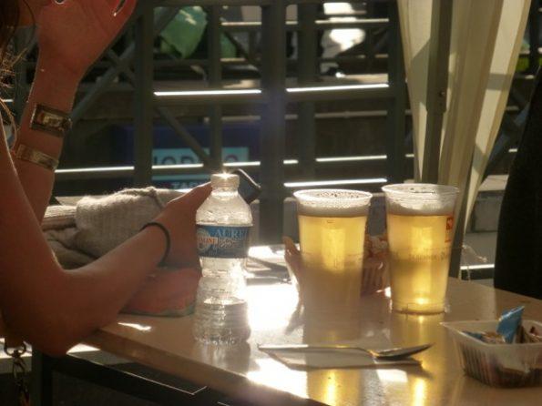 Des verres de bière à la braderie 2017