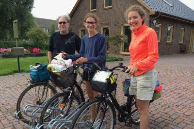 Photo avec les vélos avant un départ