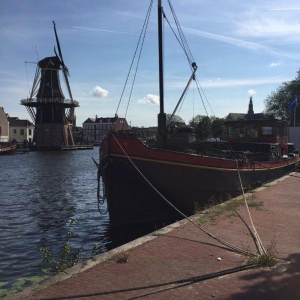 pas de Pays-bas sans moulins ou canaux