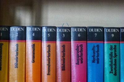 """La collection des """"Duden"""" qu'on utilise pour enseigner l'allemand"""