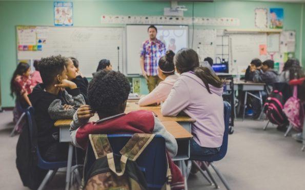 Une salle de classe de collège/lycée