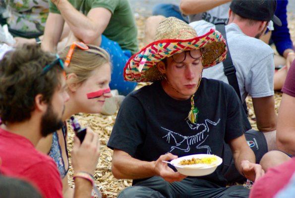 Chapeau mexicain sur la tête, l'heure du dîner a sonné !