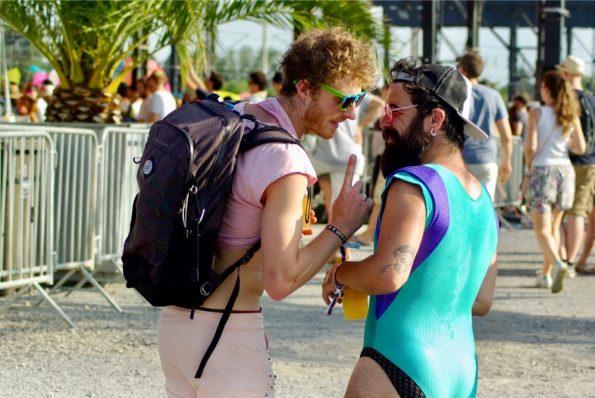 En maillot de bain, ou en bermuda, on contre la canicule comme on peut !