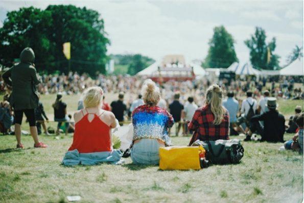 Les festivals ont souvent lieu en plein air (CC Unsplash Aranxa Esteve)