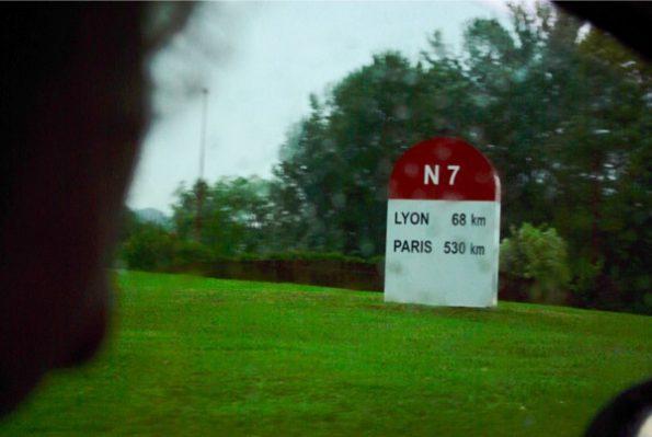 Une borne de la N7 sur la route du jour ©Clara Delcroix