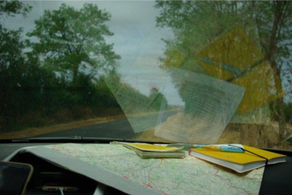 Les cartes et un carnet : nous voici parés pour la journée ! ©Clara Delcroix