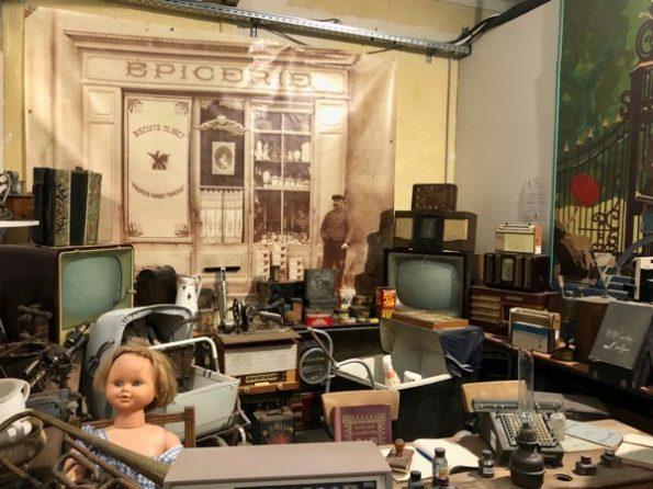On se demande pourquoi certains objets se trouvent dans ce musée de la N7… ©Clara Delcroix