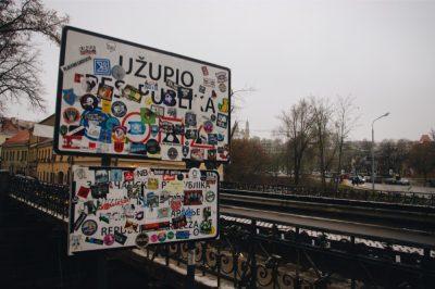 Le panneau d'entrée dans Uzupis ©Clara Delcroix