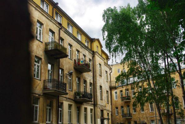 C'est de l'appartement n°4 au n°18 de l'actuelle rue J. Basanavičiaus que Romain Gary a passé son enfance à Vilnius ©Clara Delcroix