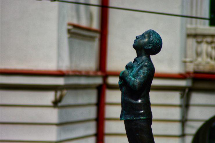 Statue de Romain Gary à Vilnius (Lituanie) © Clara Delcroix