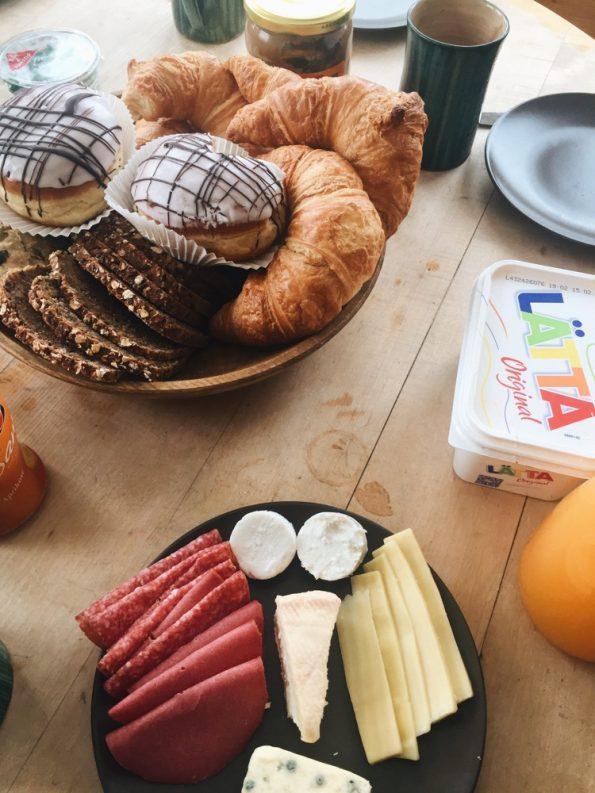 Un petit-déjeuner allemand traditionnel, mélange de sucré et de salé © Clara Delcroix