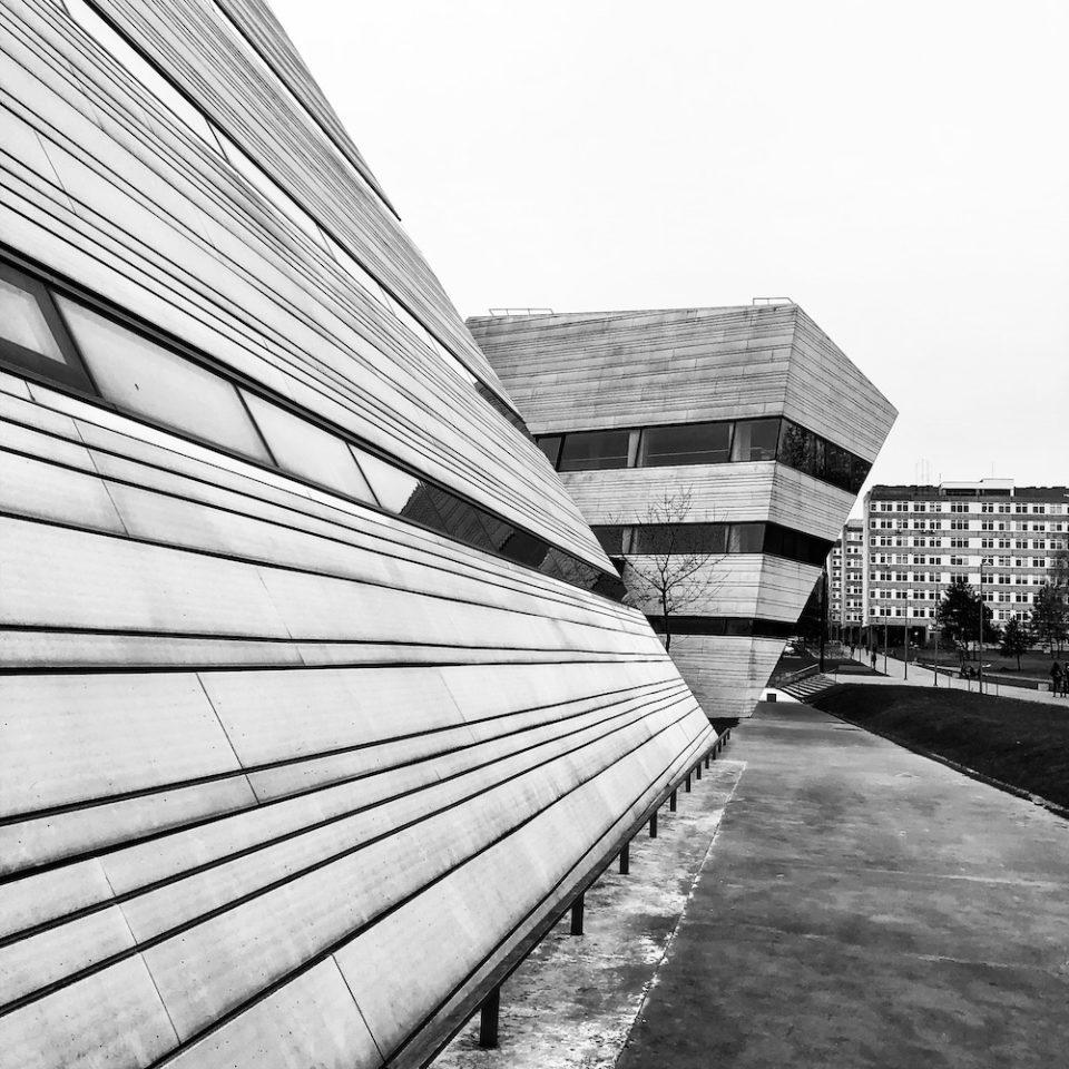 """La bibliothèque du campus de Sauletekio autrement dit le """"MKIC"""" © Clara Delcroix"""