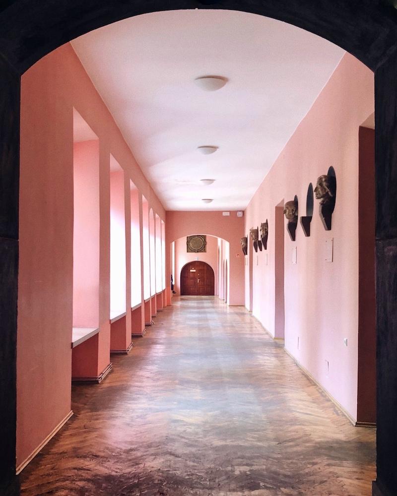 Couloir de l'université de Vilnius © Clara Delcroix