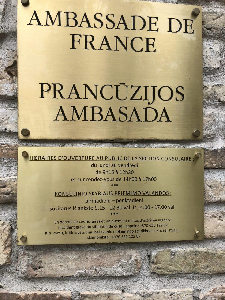 La plaque de l'ambassade de France en Lituanie © Clara Delcroix