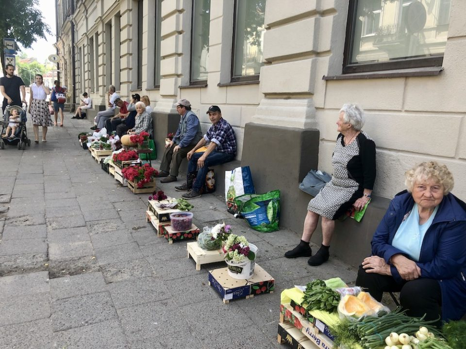 Vendeurs de rue à Vilnius ©Clara Delcroix