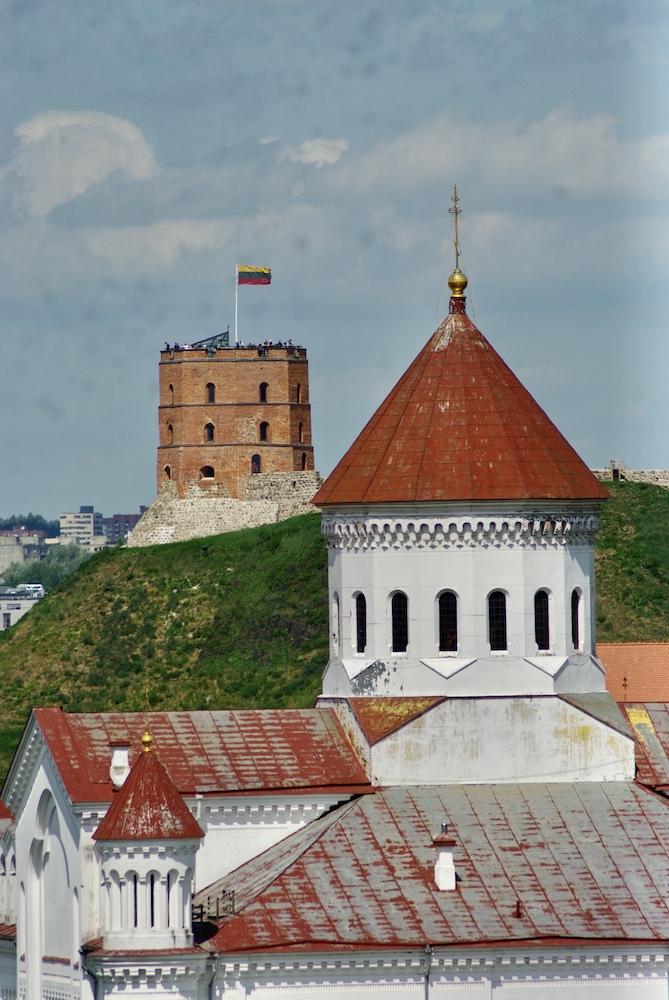 La tour de Gediminas au loin, Vilnius © Clara Delcroix